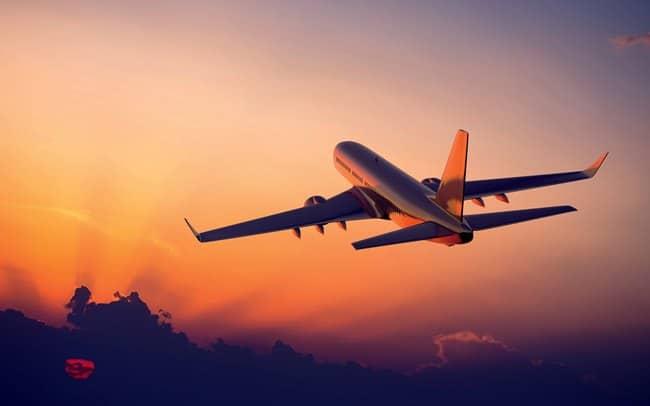 טיסה בשקיעה