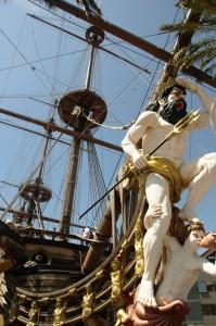 פסל פיראטים על אנייה