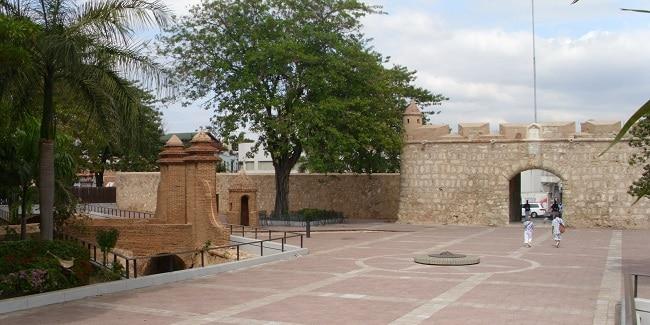 Puerta Del Conde - העיר העתיקה של סנטו דומינגו