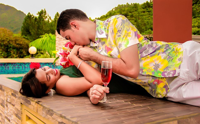 זוג מאוהב בעיר הקולוניאלית סנטו דומינגו