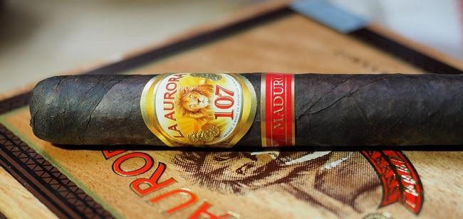 סיגר של מותג La Aurora