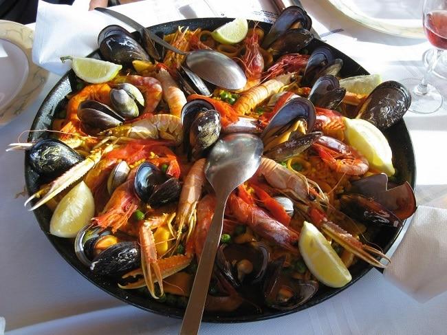 ארוחה טיפוסית במסעדת בוקה מרינה
